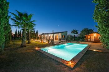 Landhaus für 8 Personen mit Pool