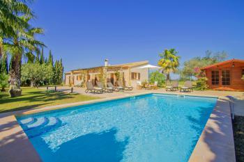 Landhaus mit Pool und Klimaanlage