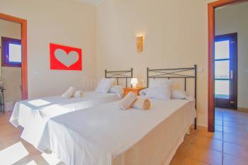 Schlafzimmer mit Klimaanlage und