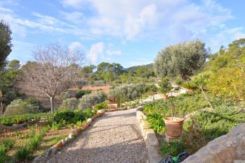 Finca mit Garten und Pool in ruhiger Lage