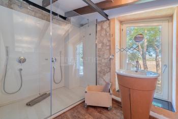 Badezimmer mit Doppel-Dusche