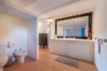 Badezimmer mit 2 Eingängen (unten)