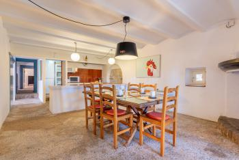Große mallorquine Küche mit Essplatz,