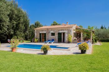 Landhaus mit Pool für 8 Personen