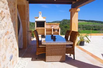 Überdachte Terrasse, Essplatz und Außengrill