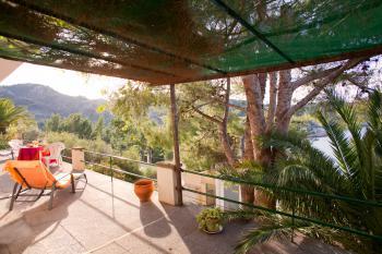 Möblierte Terrasse mit Meerblick