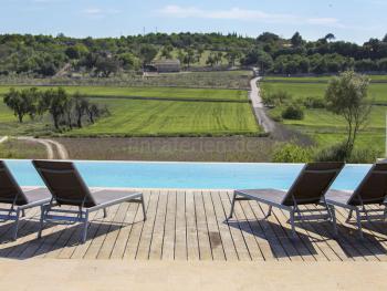 Villa mit Pool in ruhiger, ländlicher Lage