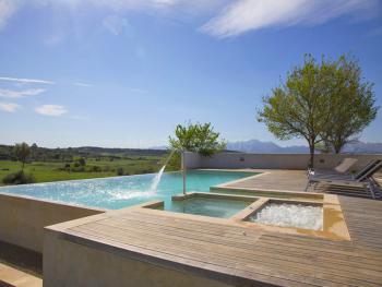 Villa mit Pool, Whirlpool und Kinderbecken