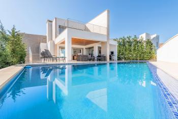 Große Villa am Meer mit Pool und Klimaanlage