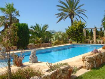 Ferienhaus mit Pool, Garten und Terrasse