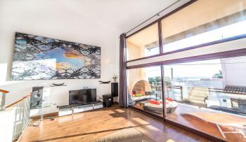 Offener Wohnbereich mit modernem Ambiente