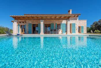 Moderne Finca mit Pool und Klimaanlage