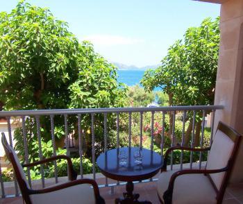 Überdachter Balkon mit Meerblick