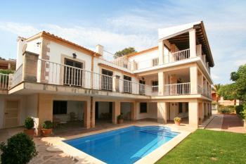 Ferienhaus für 13 Personen mit Pool