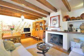 Wohn- und Esszimmer mit Holzofen