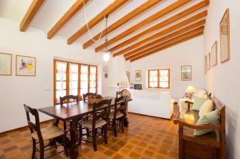 Wohn- und Esszimmer mit Kamin