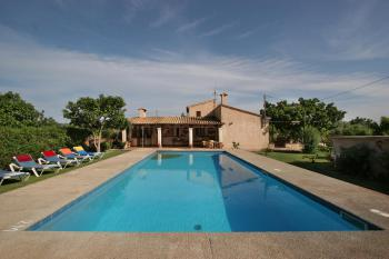 Ferienhaus mit Pool für 6 Personen