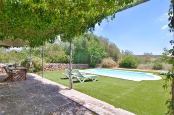 Finca mit Pool, Terrasse und Garten