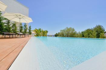Große, moderne Villa mit Pool