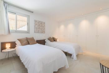 Schlafzimmer mit Duschbad en Suite - EG