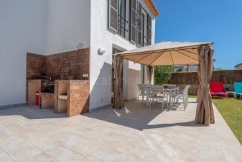 Terrasse mit Grillecke und Essplatz