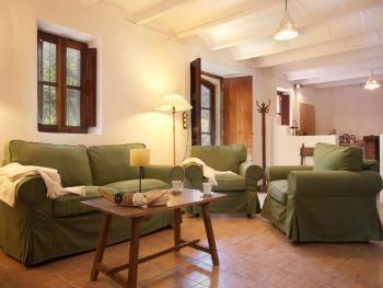 Wohnzimmer mit Kamin und Internet W-LAN