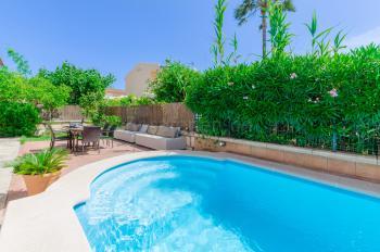 Chill-Out-Ecke zum Relaxen am Pool