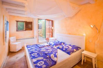 Schlafzimmer mit Ausgang