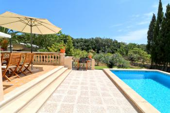 Ferienhaus mit Pool und Garten nahe Arta