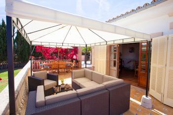 Terrasse mit gemütlicher Sitzecke