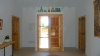 Eingangsbereich der modernen Finca