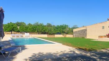 Moderne Finca mit Pool in ruhiger Lage