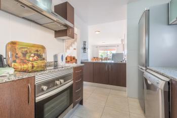 Offene Küche mit Ceranfeld, Mikrowelle