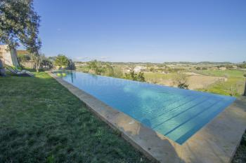 Pool in toller Hanglage und Panoramablick