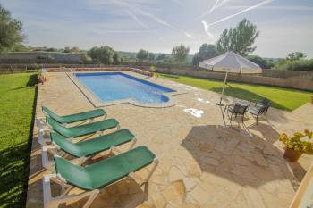 Ferienhaus mit Pool für 4 Personen