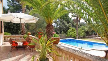 Finca mit Pool und gepflegtem Garten
