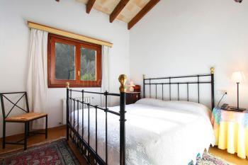 Schlafzimmer mit Klimaanlage und Sat-TV
