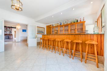 Eingangsbereich mit Bar-Lounge