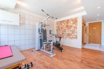 Fitnessraum und Sauna