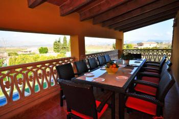 Überdachte Terrasse mit Panoramablick - oben