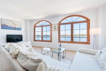 Wohnzimmer mit tollem Meerblick