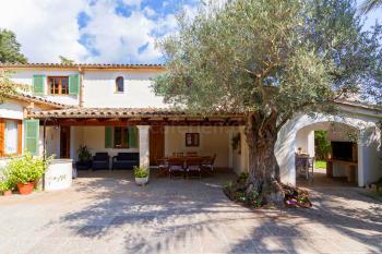 Finca mit Garten, Terrasse und Außenküche