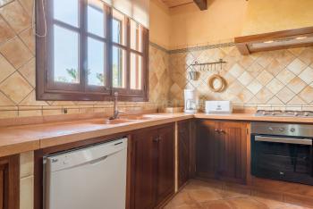 Küche mit großem Gasherd