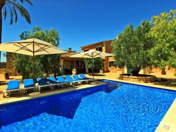Großes Ferienhaus mit Pool für 10 Personen