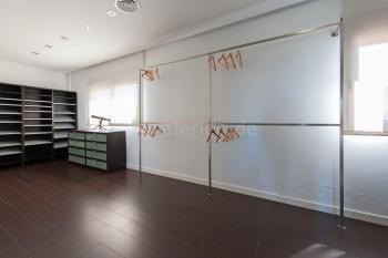 Ankleidebereich - großes Schlafzimmer