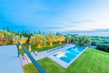 Garten, Pool und Jacuzzi