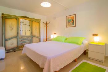 Schlafzimmer mit mallorquinen Möbeln