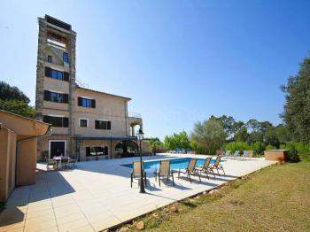 Ferienhaus mit Pool, Klimaanlage und Internet
