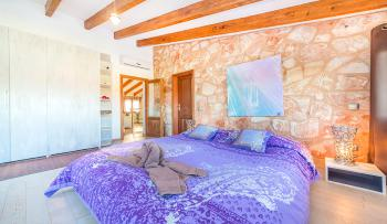 Großes Schlafzimmer mit Bad en Suite