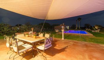 Terrasse im Garten, Pool und Poolhaus